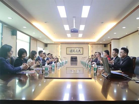韩丽家居领导与简爱家居一行在韩丽总部会议室深入探讨
