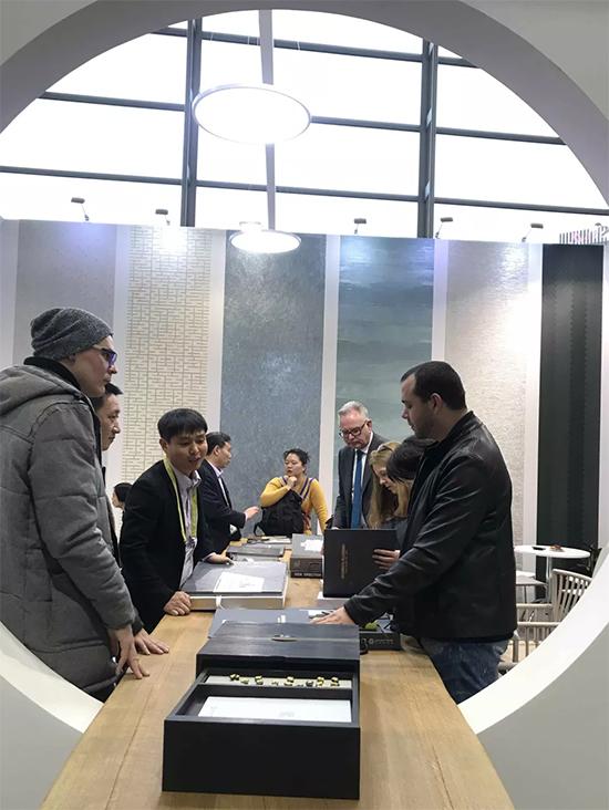 特普麗墻紙梁展臺參觀客戶