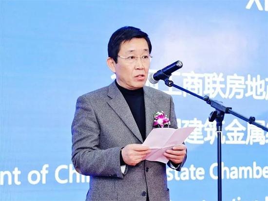 中国建筑金属结构协会建筑遮阳分会会长忻国樑在致辞