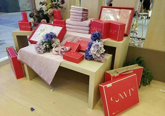 团购礼品及礼盒包装样子出现在了淮城贵族大学