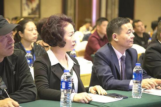 宝缦家纺副总裁黄亚冲先生、陆萍女士