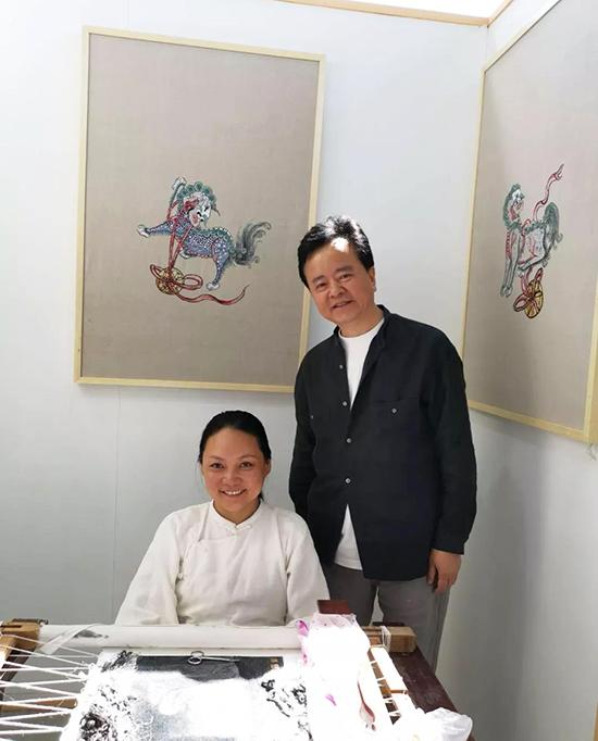 公司董事长荆玉堂以及设计总顾问姜冬仙与各非遗传承大师