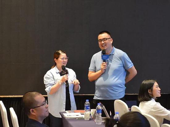 陳曉棠先生與福建加盟商謝碧玉女士現場互動