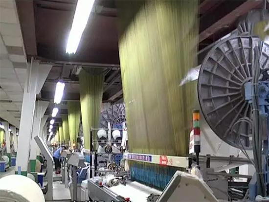孚日集团家纺三公司的织造车间
