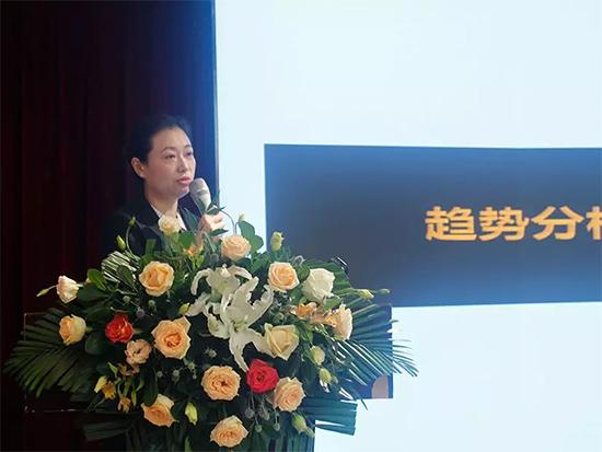 總經理助理楊雅萍女士講解公司新的發展策略