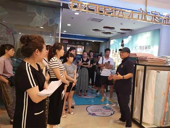 商学院黄宗汉老师让加盟商们对自身门店有了新的认识