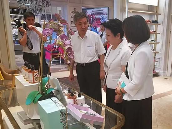 罗莱生活董事陶永瑛向政协领导介绍了公司近年来基本情况