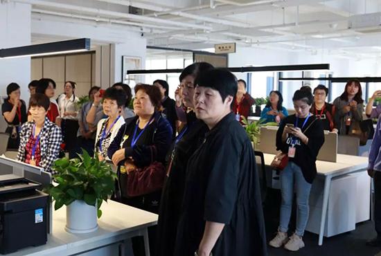 體驗者們來到了在博洋家紡全新的現代化高效辦公環境
