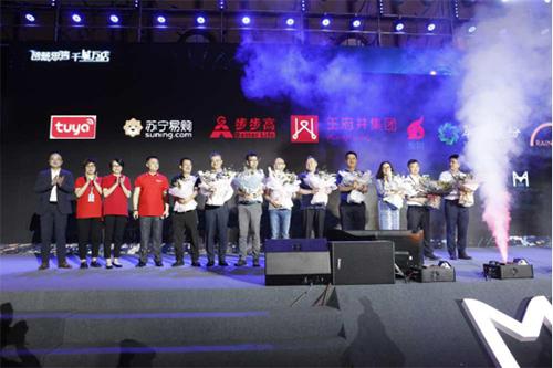 梦洁家纺与王府井集团、北京翠微集团、友阿集团等近10家国内一线商场品牌举行联合签约仪式