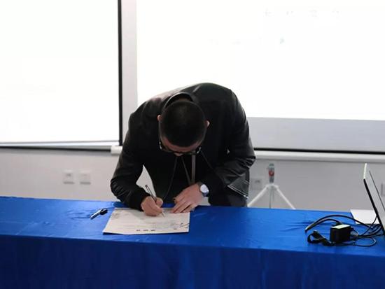 大家在會上簽署了廉政協議書