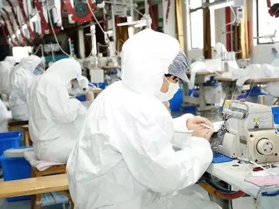 水星家纺紧急成立了10条防护服生产线