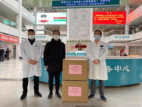 金蝉布艺向绍兴市中心医院捐赠100套医疗防护服