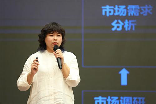 (雨蘭家紡產品研發中心總工程師王琴女士現場解析新品核心內容)